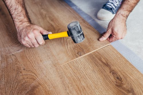 Read more about the article How to Stagger Vinyl Plank Flooring? [3 Steps]