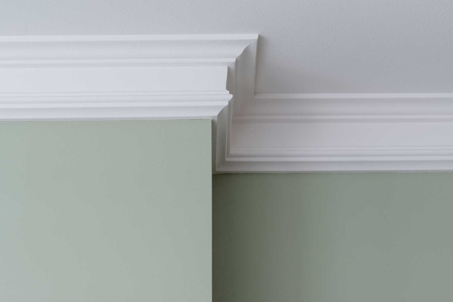 Ceiling moldings in home interior