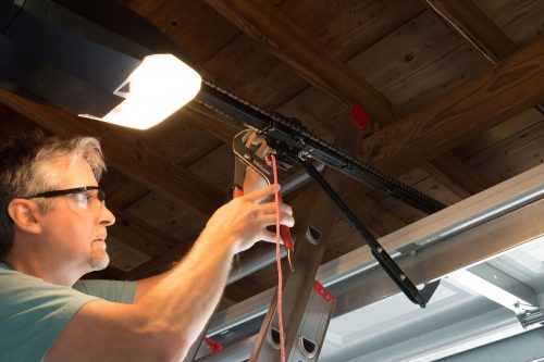 Read more about the article How To Close A Garage Door Manually