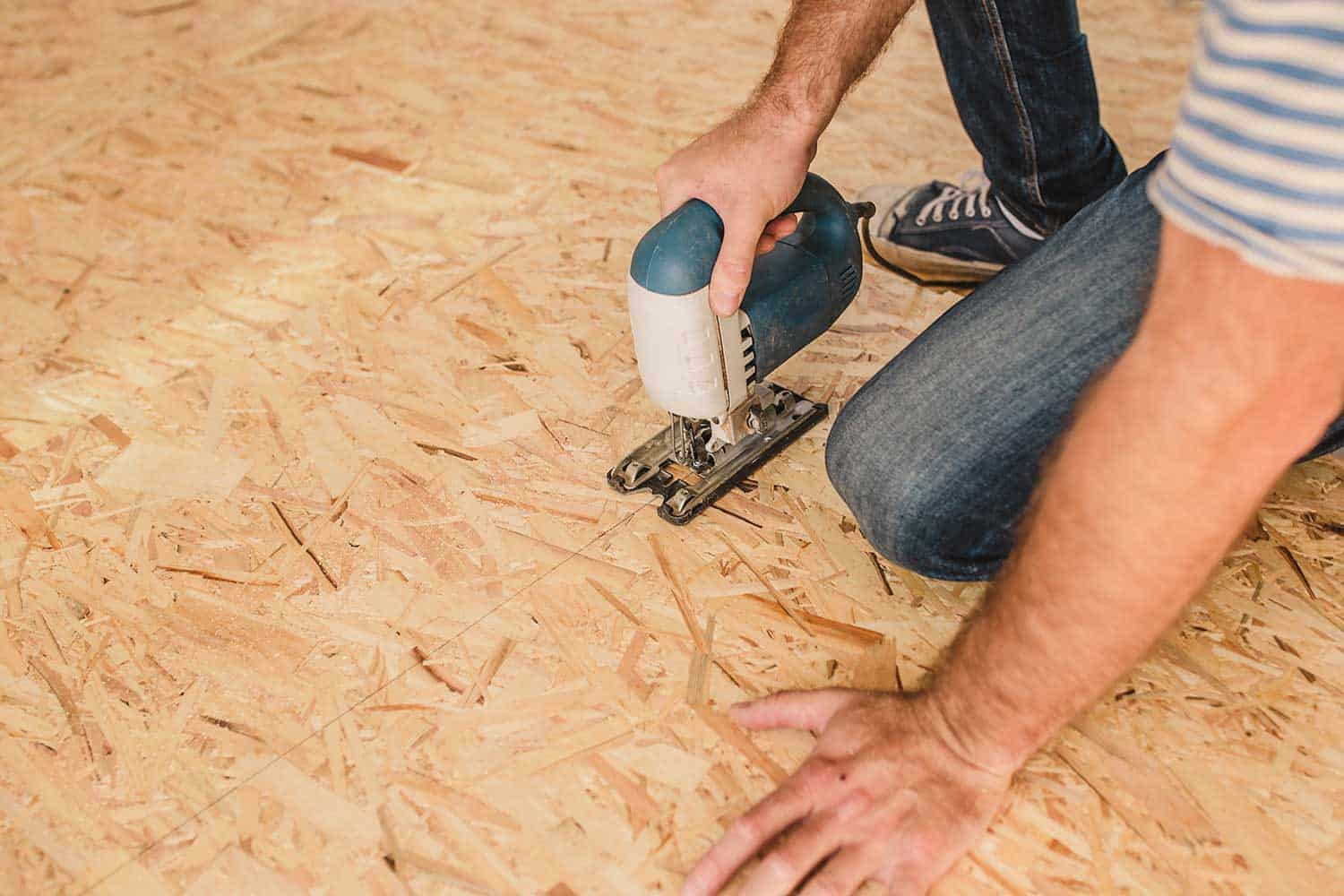 Installation of a subfloor from sheets of plywood and OSB