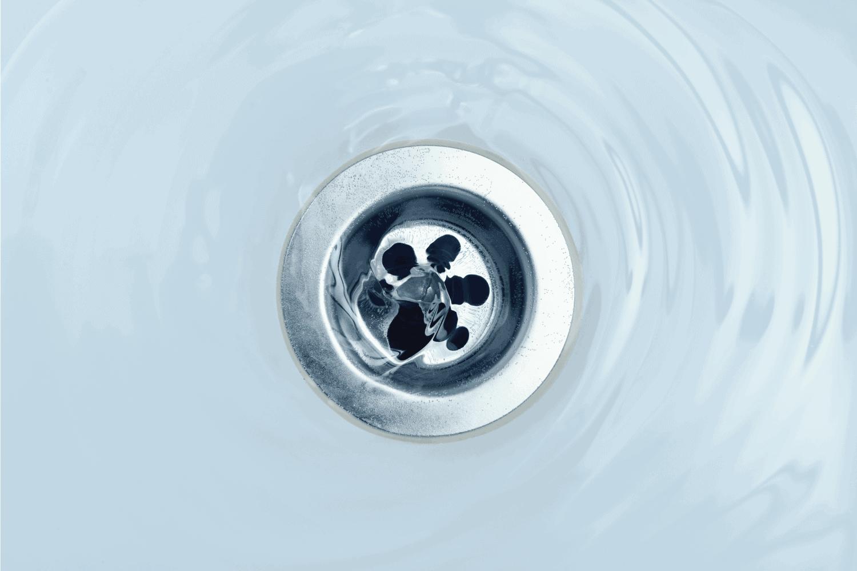 Water flow into drain in bath