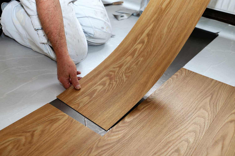 Man laying professional PVC-floor