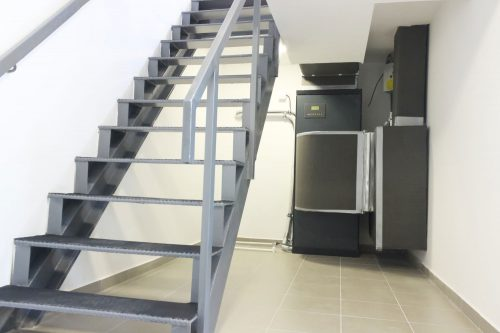 Read more about the article 10 Types Of Stairs To Know