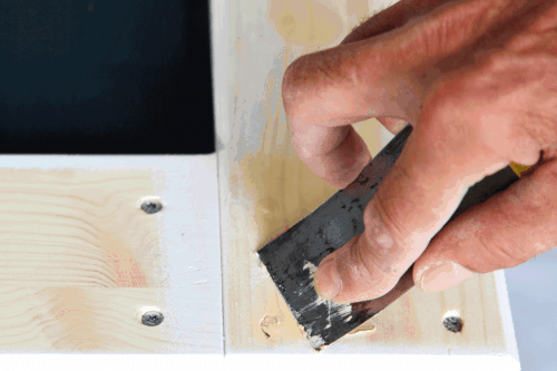 Read more about the article How To Use Wood Filler Before Painting