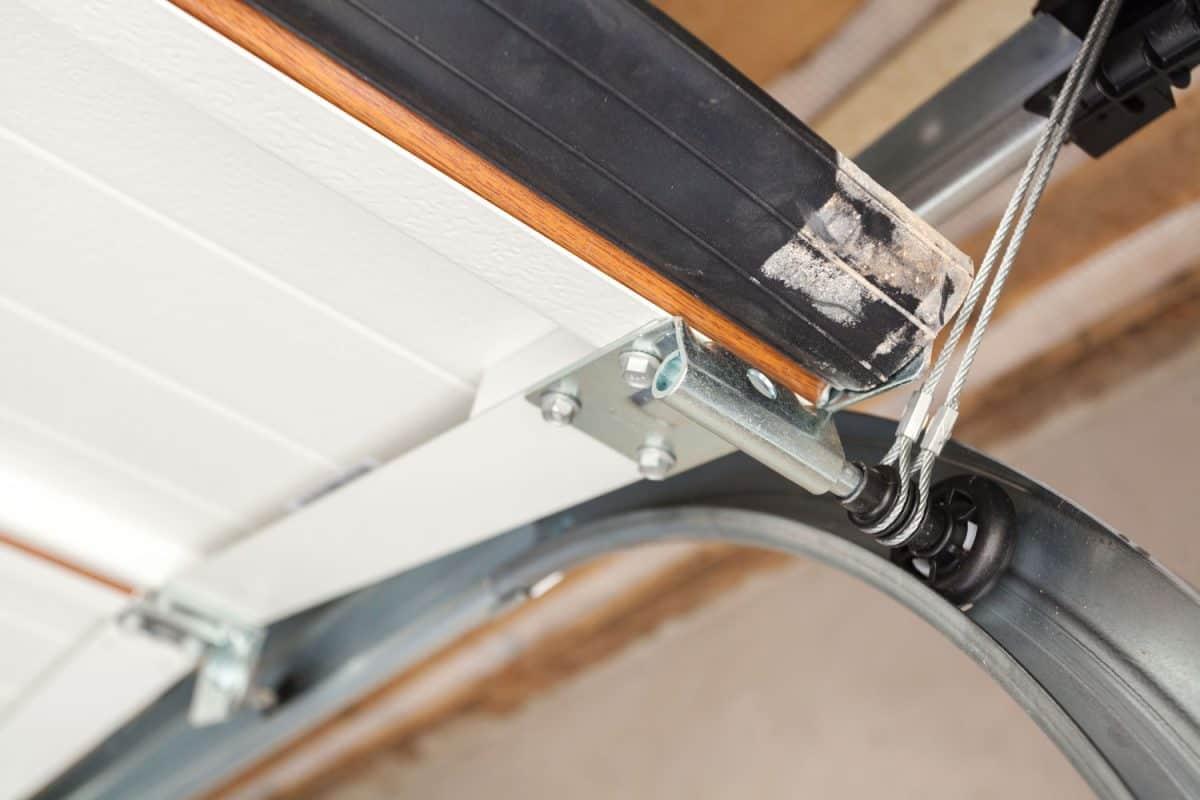 Close up photo of a garage door lifting mechanism