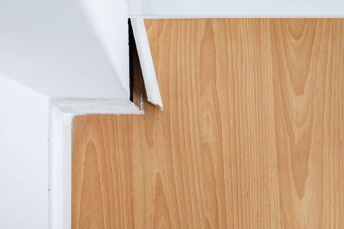 Removing a skirting board