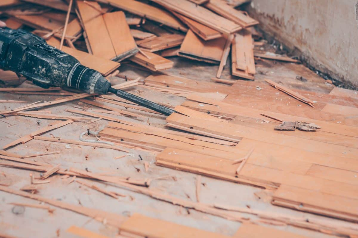 Impact drill with flat nozzle breaks the parquet